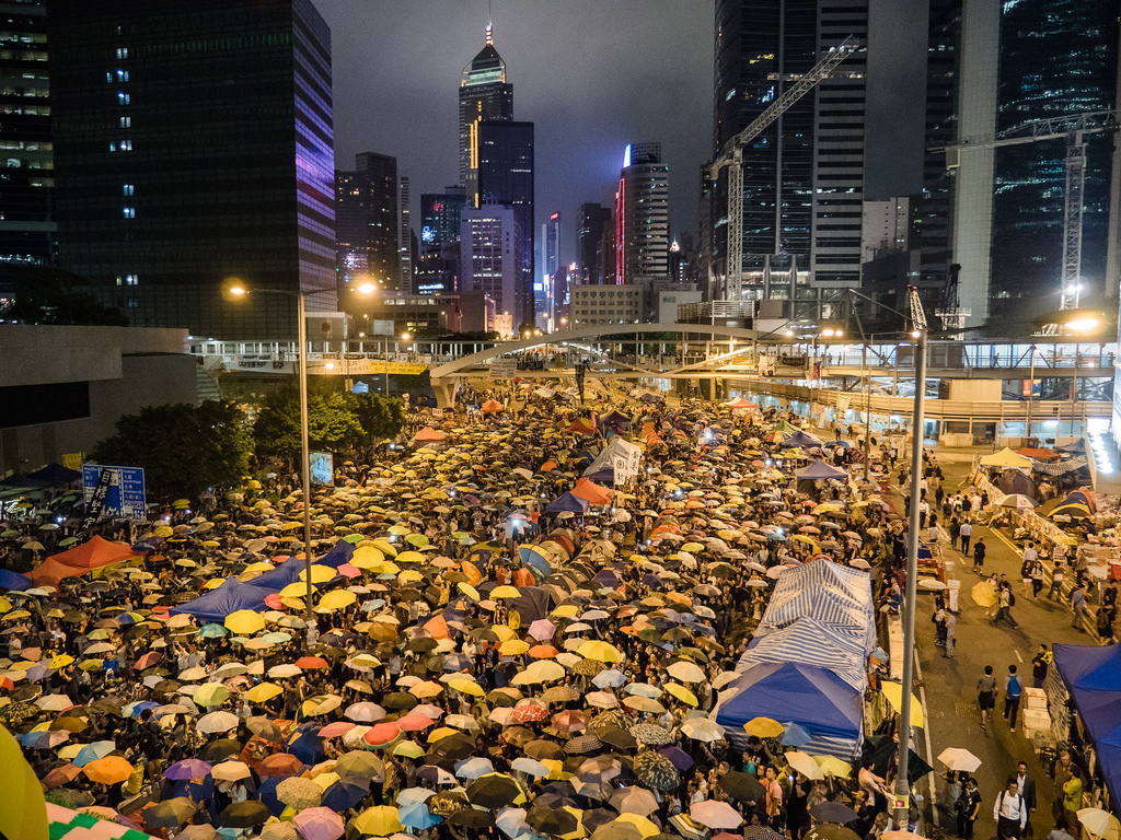 HongKongers hold their umbrellas while singing a song under a clear sky on October 28th, 2014 (Pasu Au Yeung/Creative Commons/Flickr)