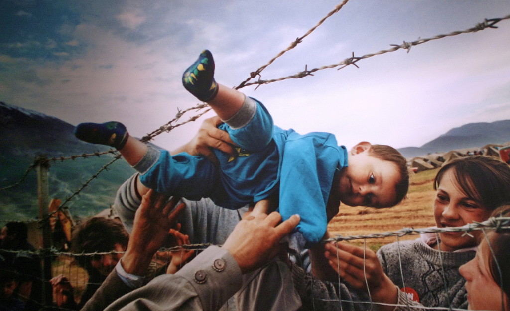 Refugees from Kosovo crossing into neighboring Albania. Source: Cliff, Creative Commons