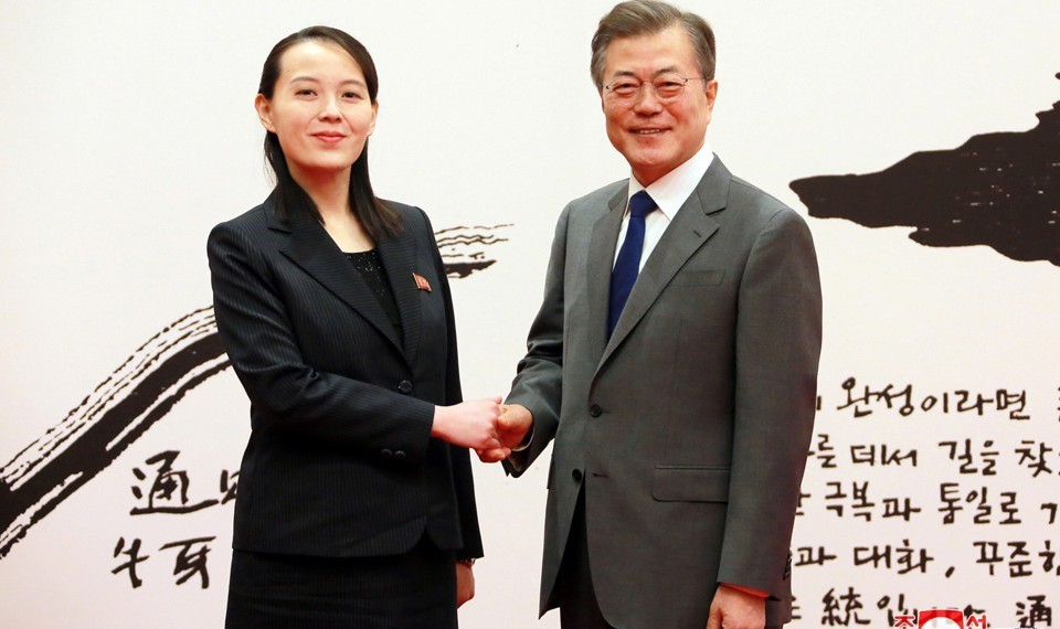 Kim Yo Jong shakes hands with South Korean President Moon Jae In